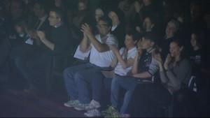 La famiglia di Yara in prima fila allo spettacolo